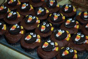 Cupcakes decorated to look like turkeys